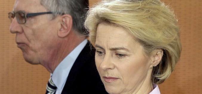Kto depcze popiętach Angeli Merkel