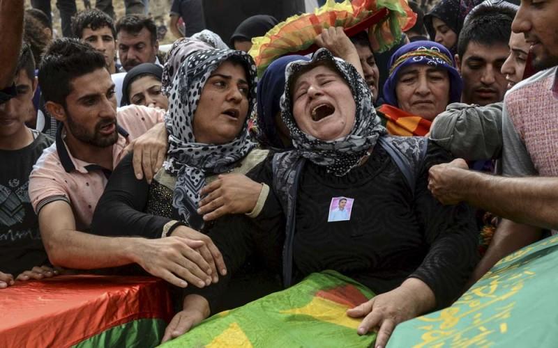 Kurdowie wpodwójnym ogniu