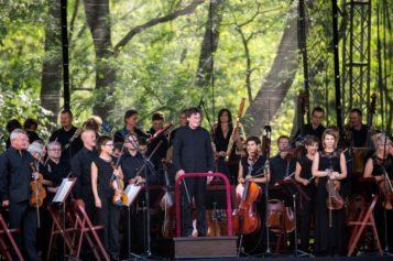 """Filharmonia Narodowa zaprasza na koncerty plenerowe z cyklu """"Klasycznie na trawie"""""""
