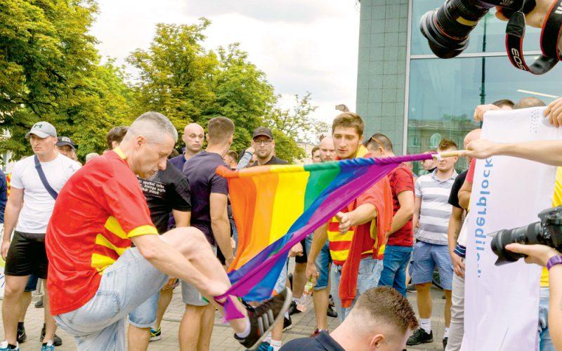 heteroseksualni mężczyźni oszukani do seksu gejowskiego młode babes nagie zdjęcia