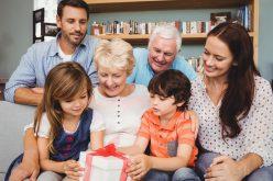 Wyjątkowy prezent dla babci – pomysły napraktyczne upominki
