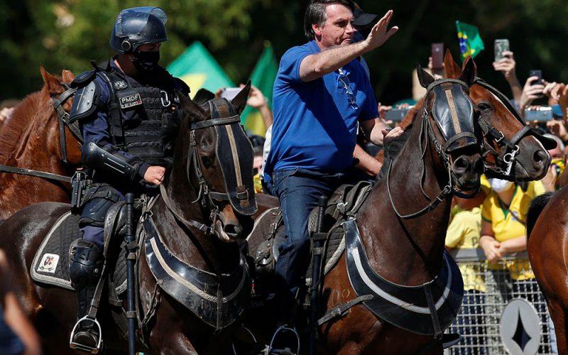 Bolsonaro gra pandemią