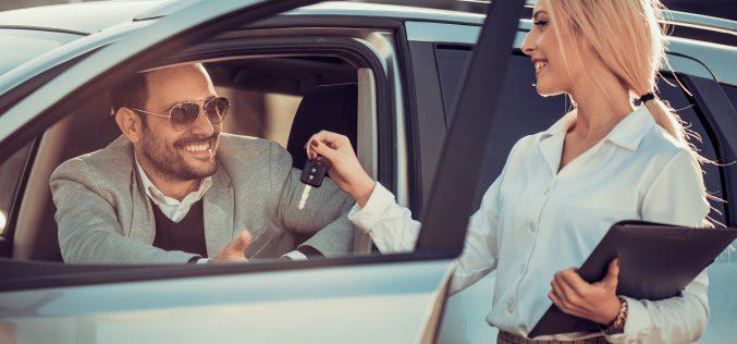Polacy coraz chętniej korzystają zusług wypożyczalni samochodów – nietylko podczas wakacji