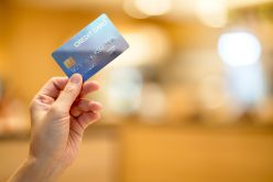 Karta kredytowa nietylkonawakacje. Co daje tonarzędzie?