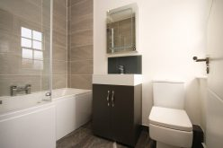 Parawan nawannowy – jaki model wybrać doswojej łazienki?