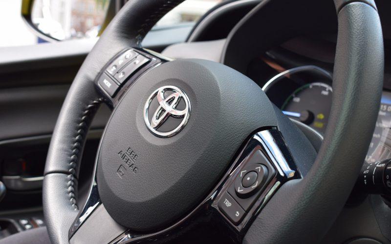Ekonomiczny miejski samochód osobowy – Toyota Yaris 3