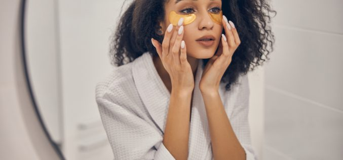 Jak dbać oskórę wokół oczu?
