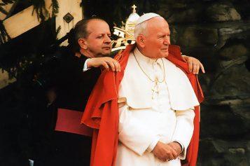 Katoliccy fundamentaliści pozwali Biedronia iSenyszyn