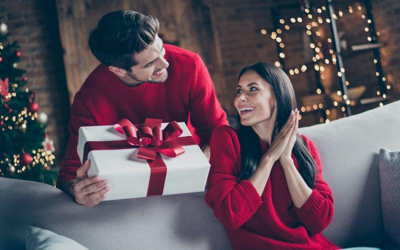 TOP 5 sprawdzonych prezentów podchoinkę dla kobiety