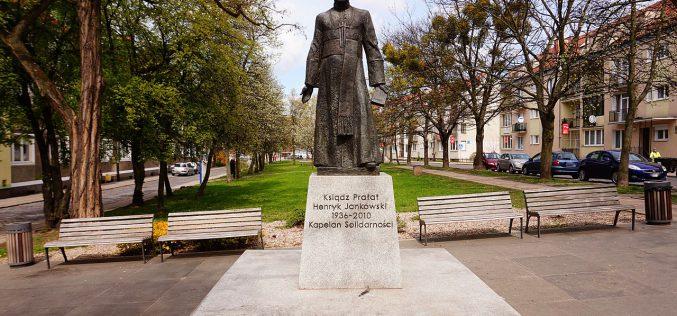 Przewrócili pomnik pedofila, ks.Jankowskiego