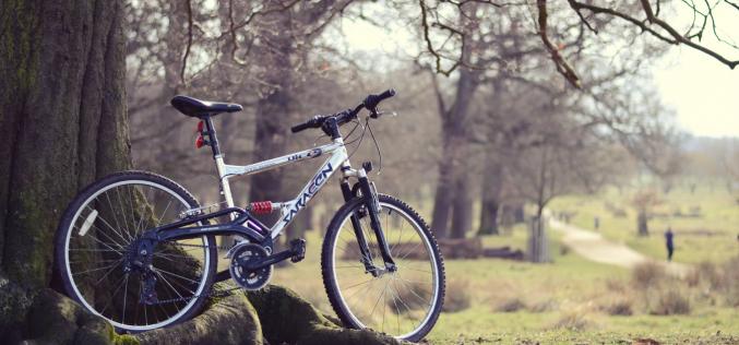 Jak ubrać się napierwszą wycieczkę rowerową wzłudną wiosenną pogodę?