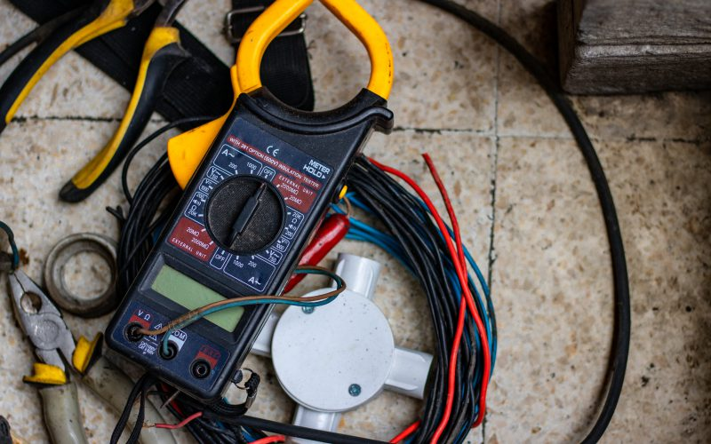 Hurtownia elektryczna – jaki asortyment można wniej znaleźć?
