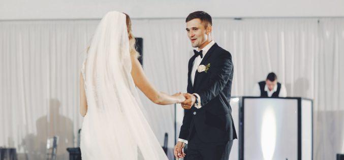 Oprawa muzyczna małej idużej zabawy weselnej. Jakiego wybrać wykonawcę?
