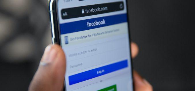 Facebook zakopie fake newsy