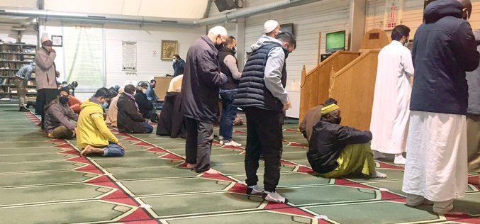 Zachód zamyka meczety