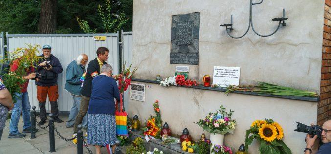 Warszawa uczciła ofiary gwałtów wobozie naZieleniaku
