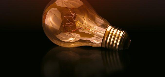 1 kWh prądu. Odczego zależy cena?